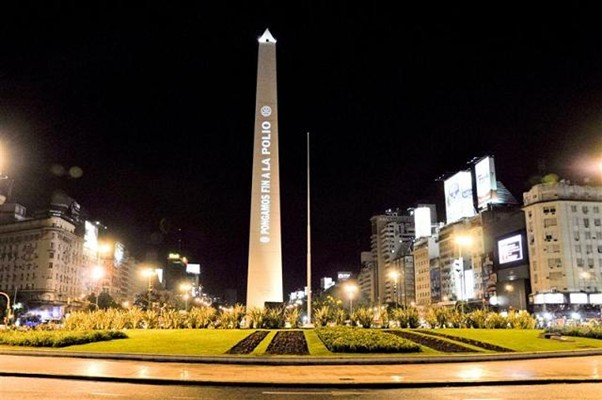 "The ""End Polio Now"" message is beamed on the Obelisk in Buenos Aires, Argentina Uri Gordon/Rotary International"