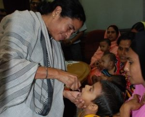 "Newly-elected West Bengal Chief Minister Mamata Banerjee immunizes a child against polio at the official launch of polio vaccination campaigns on 26 June in Kolkata: ""We have to eradicate the virus from wherever it is in existence!"" Rod Curtis/UNICEF"