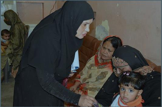 Nazneen helps to protect vulnerable children by ensuring that their parents know the importance of polio vaccines. © Emergency Operations Centre, Pakistan.