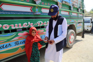 The drive to vaccinate every last child continued at the Afghanistan-Pakistan border. ©WHO / S.Ramo