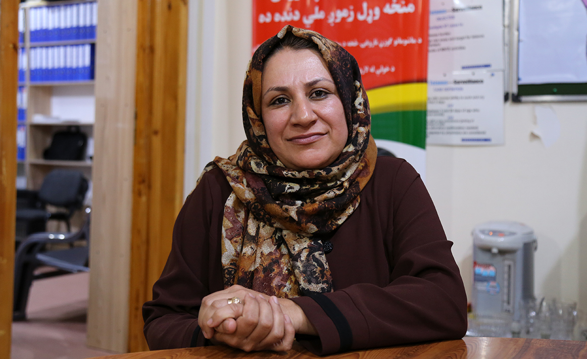 Dr Farzia Sadat manages over a thousand people in the polio programme. © WHO/T. Hongisto