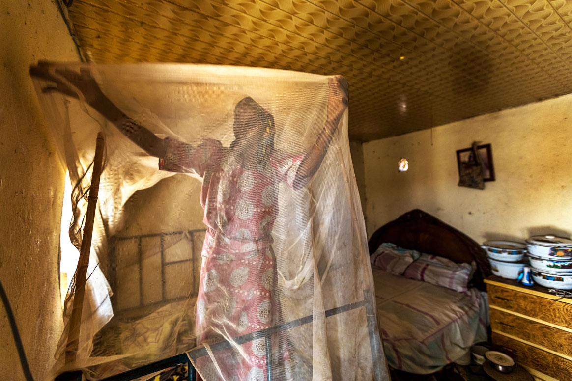 Hurera Idris is installing insecticide-treated bed nets in her home. ©Rotary International