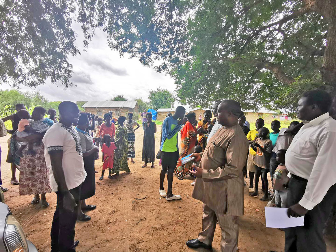 WHO team training community volunteers and health workers on the use of AVADAR in Cameroon. ©WHO/AFRO